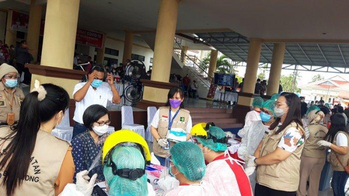 Bupati Bolaang Mongondow (Bolmong) Yasti Soepredjo Mokoagow batal menerima vaksinasi Covid-19 pada pencanangan vaksinasi Covid-19 Pemkab Bolmong