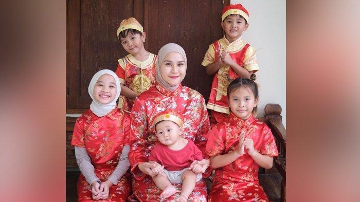 Zaskia Adya Mecca bersama lim anaknya