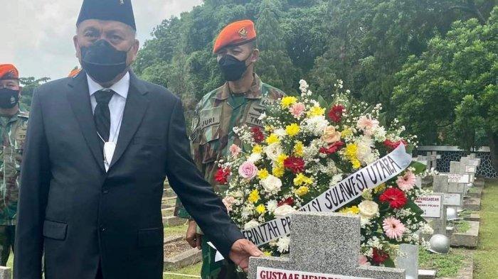 Gubernur Sulawesi Utara (Sulut) Olly Dondokambey melakukan ziarah ke Taman Makam Pahlawan Kalibata, Jakarta, Rabu (15/9/2021)