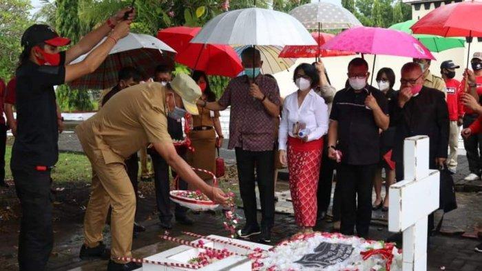 Gubernur Olly Dondokambey Ziarah ke Makam CJ Rantung dan HV Worang