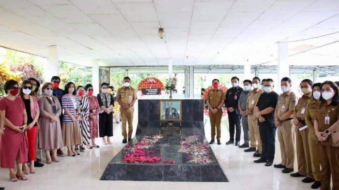 Gubernur Sulawesi Utara (Sulut) Olly Dondokambey ziarah ke Makam mantan Gubernur Hein Victor Worang