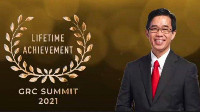 Berdedikasi Kembangkan Tata Kelola, Direktur Utama PLN Raih Lifetime Achievement