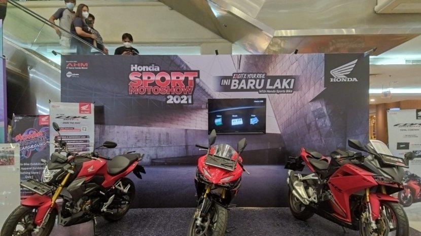 event-honda-sport-moto-show-hsms-di-megamall-manado-memperkenalkan-motor-sport-terbaik-honda-gg.jpg