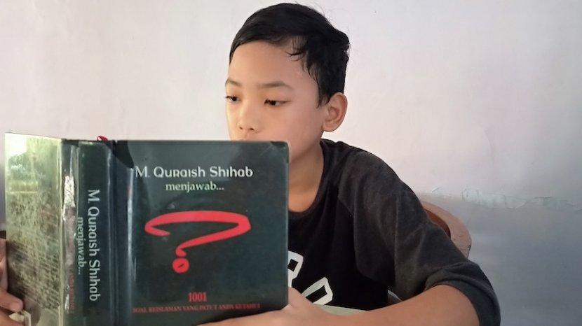 foto-izzun-ramadhan-baca-buku.jpg