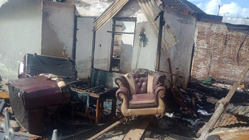 kebakaran-di-desa-kolongan-tatempangan-kecamatan-kalawat-kabupaten-minahasa-utara7.jpg