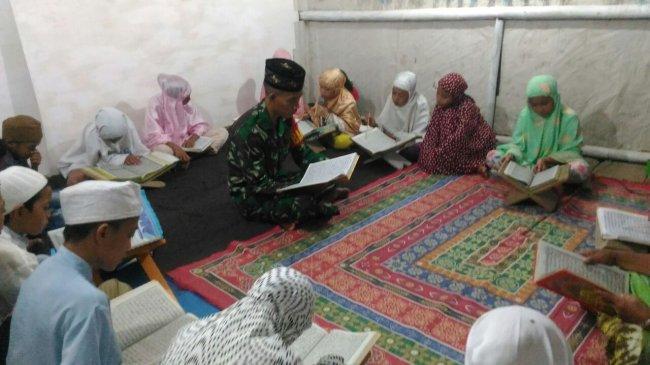 tni-mengajar-baca-al-quran-dan-mengaji-di-boltim.jpg