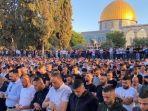 100000-jamaah-tunaikan-salat-idul-fitri-di-masjid-al-aqsa-di-tengah-serangan-udara-israel.jpg