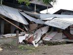 2-jam-evakuasi-2-korban-gempa-mamuju-tim-sar-gabungan-cari-korban-terperangkap-reruntuhan-bangunan.jpg