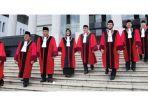 9-hakim-mahkamah-konstitusi-44445.jpg