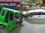 akibat-kecelakaan-beruntun-truk-tronton-bersama-minibus-toyota-avanza-putih-masuk-ke-kolam.jpg