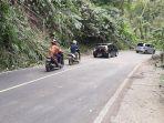 akses-jalan-yang-sebelumnya-sempat-terhalang-akibat-pohon-roboh-sudah-bisa-dilalui-456745.jpg