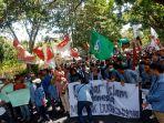 aksi-demo-mahasiswa-di-manado-545454.jpg