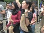 aksi-simpati-atas-pelecehan-seksual-kepada-mahasiswi-universitas-di-yogyakarta_20181108_221617.jpg