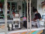 aktivitas-barista-di-kafe-kopi-singgah-amurang.jpg