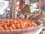 aktivitas-pedagang-rempah-dan-sayur-di-pasar-amurang-kabupaten-minahasa-selatan.jpg