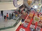 aktivitas-perbelanjaan-di-ghgfhgsalah-satu-mall-di-manadouyuyt67.jpg