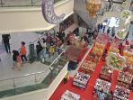 aktivitas-perbelankaan-di-mega-mall-sabtu-852021.jpg