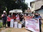 aliansi-pemuda-pinolosian-timur-menyalurkan-bantuan-bagi-korban-banjir-di-manado.jpg