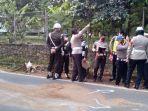 anggota-polisi-militer-ikut-lakukan-olah-tempat-kejadian-perkara.jpg