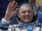 astronot-tekan-911.jpg