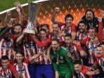atletico-madrid-mengangkat-trofi-liga-europa_20180517_071645.jpg