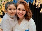 ayu-ting-ting-saat-rayakan-ulang-tahun-bersama-anaknya-bilqis-20-juni-2021.jpg