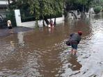 banjir-belum-surut-di-perumahan-elite-greenville-tanjung-duren-37637.jpg