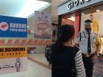 beberapa-lapak-di-mega-mall-bersiap-siap-untuk-tutup-karena-ada-pembatasan-76565765.jpg