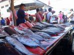 beragam-jenis-ikan-di-pasar-bersehati-manado_20181002_090038.jpg