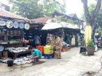 berbelanja-keramik-di-pasar-ular-permai.jpg
