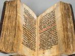 buku-kuno-berubah-warna-pada-kertasnya_20180927_100934.jpg