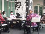 bupati-bolmong-yasti-soepredjo-mokoagow-ketika-menghadiri-pertemuan-mengenai-tapal-batas.jpg
