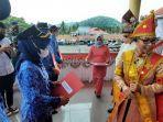 bupati-yasti-soepredjo-mokoagow-saat-upacara-peringatan-hut-ke-67-kabupaten-bolmong.jpg