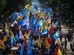 buruh-merayakan-hari-buruh-internasional-atau-may-day-dengan-berunjuk-rasa-347347.jpg