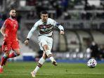 cristiano-ronaldo-beraksi-pada-laga-lanjutan-kualifikasi-piala-dunia-2022.jpg