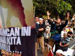 demonstrasi-damai-di-mk.jpg