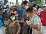 di-lokasi-vaksinasi-samping-kantor-pemkot-manado-kamis-2532021-pagi.jpg