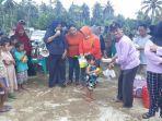 dinas-pemberdayaan-perempuan-dan-perlindungan-anaklaksanakan-mental-healing-bagi-korban-banjir.jpg