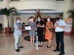 director-of-sales-gran-puri-manado-menerima-sertifikat-chse.jpg