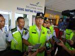 direktur-keamanan-penerbangan-dadun-kohar-di-bandara-internasional-sam-ratulangi-manado.jpg