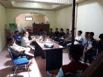 diskusi-hukum-mahasiswa-fisip-unsrat-di-komisi-yudisial-sulut_20170519_012816.jpg