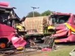 empat-bus-yang-mengangkut-rombongan-peziarah-terlibat-kecelakaan-beruntun.jpg