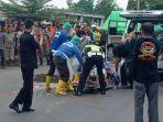 evakuasi-pasutri-yang-tewas-terlindas-truk-di-jalur-pantura-brebes.jpg