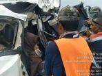 foto-kecelakaan-di-tol-palembang-kayuagung-menyebabkan-penumpang-terjepit.jpg