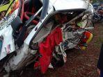 foto-kecelakaan-mobil-pikap-dan-truk-fuso-banyuwangi.jpg