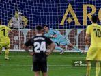 gerard-moreno-mencetak-gol-penalti.jpg