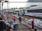 gerbong-kereta-api-tanpa-lokomotif-yang-mendadak-34734.jpg