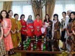 gista-putri-saat-dikunjungi-iriana-jokowi-dan-wury-maruf-amin-serta-ibu-ibu-oase-kim2.jpg
