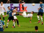 gol-salto-pemain-sevilla-diego-carlos-121212121.jpg