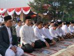 gubernur-dki-jakarta-anies-baswedan-melaksanakan-shalat-idul-adha-di-halaman-balai-kota-dki-jakarta.jpg